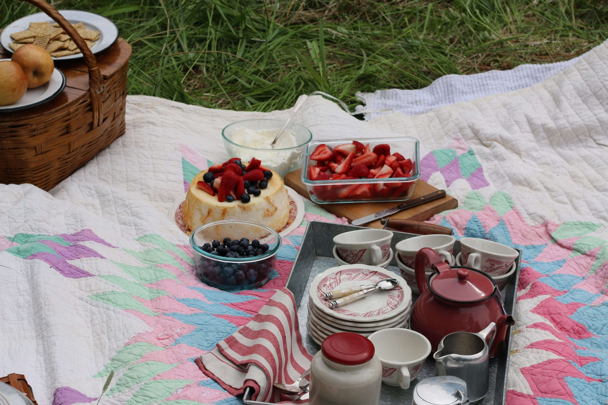 Even an all day Picnic has tea time! LOVE that old quilt too.