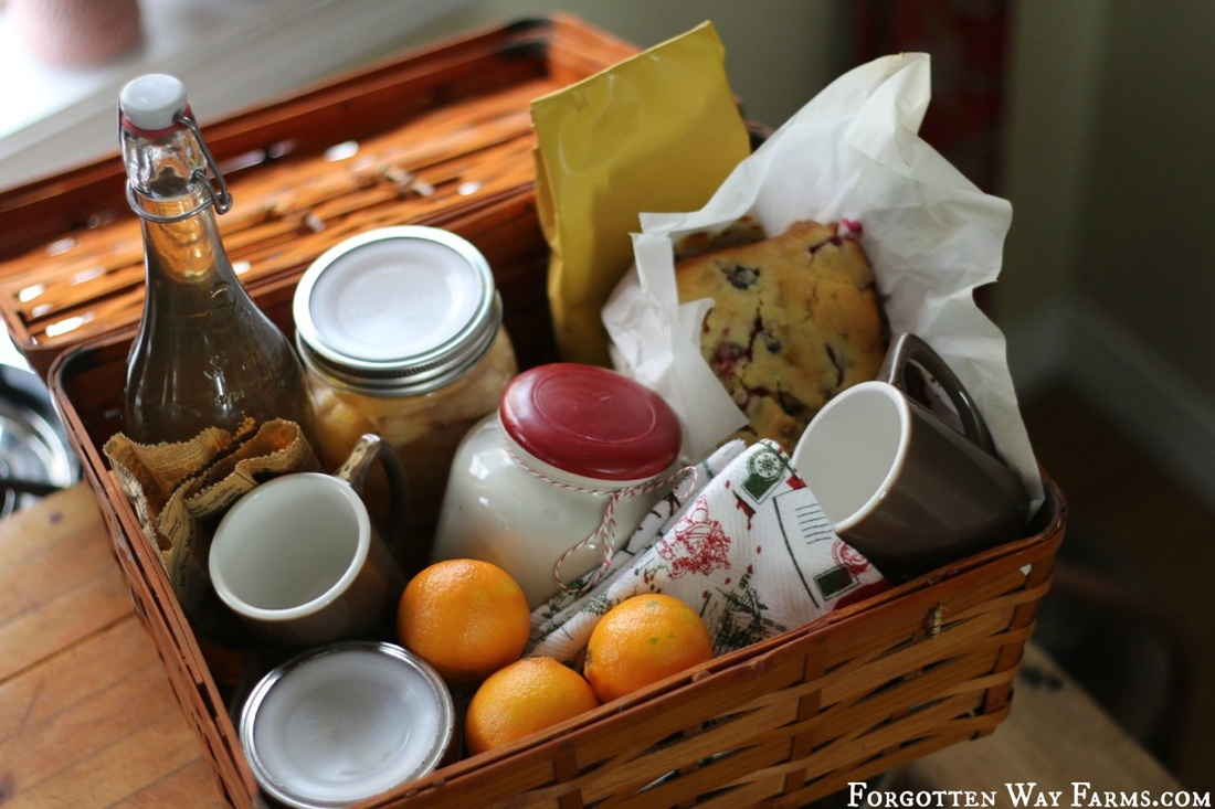 Now, you may wondering what should be in a Christmas Hamper?Here is a check-list of things you might want to put in your Hamper Basket and some ideas for edible Christmas gifts to make in advance!